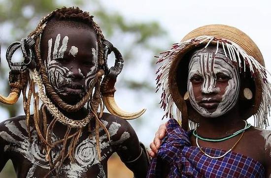 非洲传统野性 最后的原始部落文化习俗--Tsemay会巫术的部落