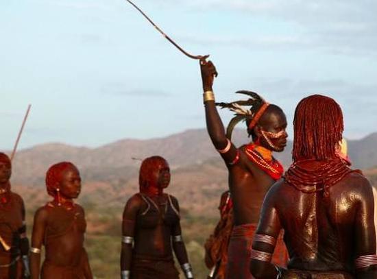 非洲传统野性 最后的原始部落文化习俗--surmri鞭挞仪式