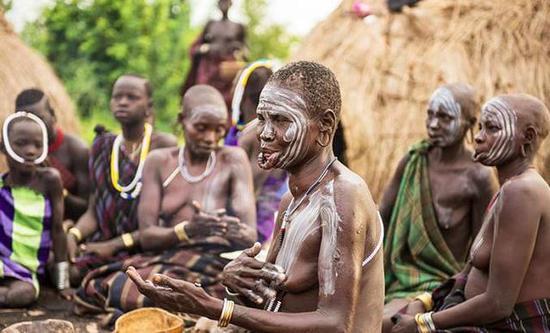 非洲传统野性 最后的原始部落文化习俗--Mursi摩西族唇盘族