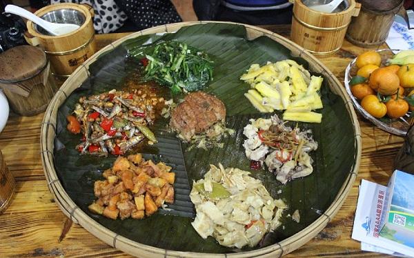 瑶族的饮食习俗--待客的簸箕晏