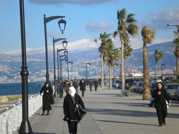黎巴嫩习俗礼仪--在黎巴嫩,人们非常注重礼节,大到谈婚论嫁,小到一次简单的拜访。