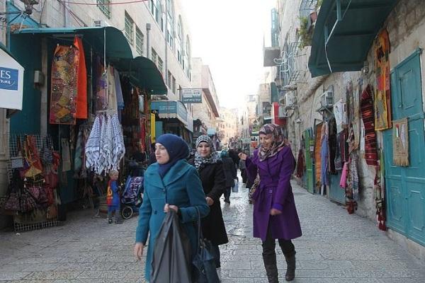 巴勒斯坦风俗禁忌--伯利恒街上衣着光鲜的市民