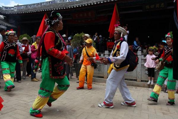 白族传统节日大全--绕三灵又称绕山林、绕桑林,云南省白族传统节日,每年农历正月十五日举行。