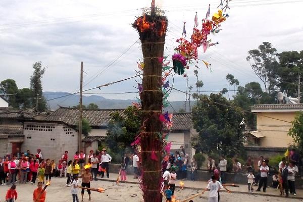 白族传统节日大全--火把节是白族人民的狂欢节