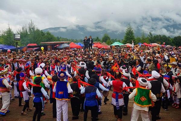 白族传统节日大全--白族石宝山歌会