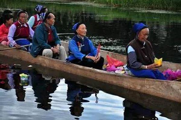 白族传统节日大全--白族中秋节漂河灯