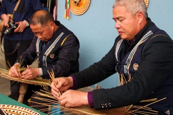 畲族民间工艺文化--竹编工艺,其中最具代表性的是编制斗笠,它是畲族文化的重要组成部分,其历史悠久、精致细腻、美观大方。